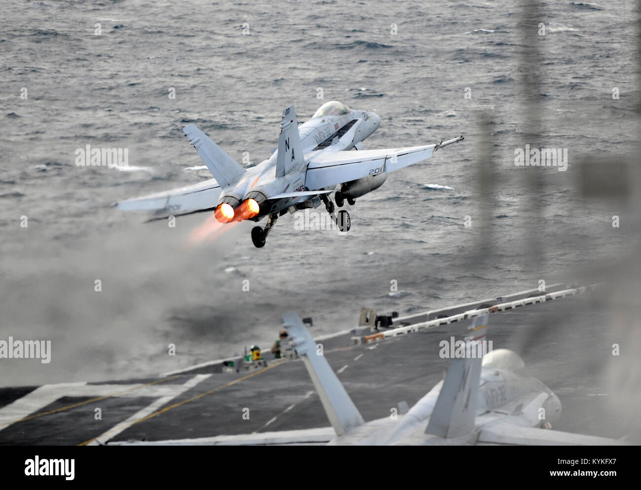 171111-N-KO563-1237 de l'OCÉAN PACIFIQUE (nov. 11, 2017) Un F/A-18E Super Hornet, affecté à la Photo Stock