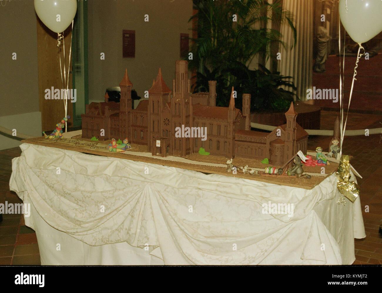 150e anniversaire Cake en forme de la Smithsonian Institution Building 2551533314 o Photo Stock