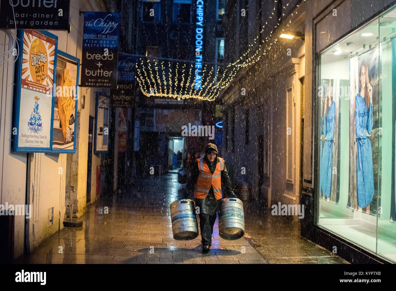 Glasgow, Royaume-Uni. 16 janvier, 2018. Météo britannique. En stock les travailleurs des bars et des restaurants Banque D'Images