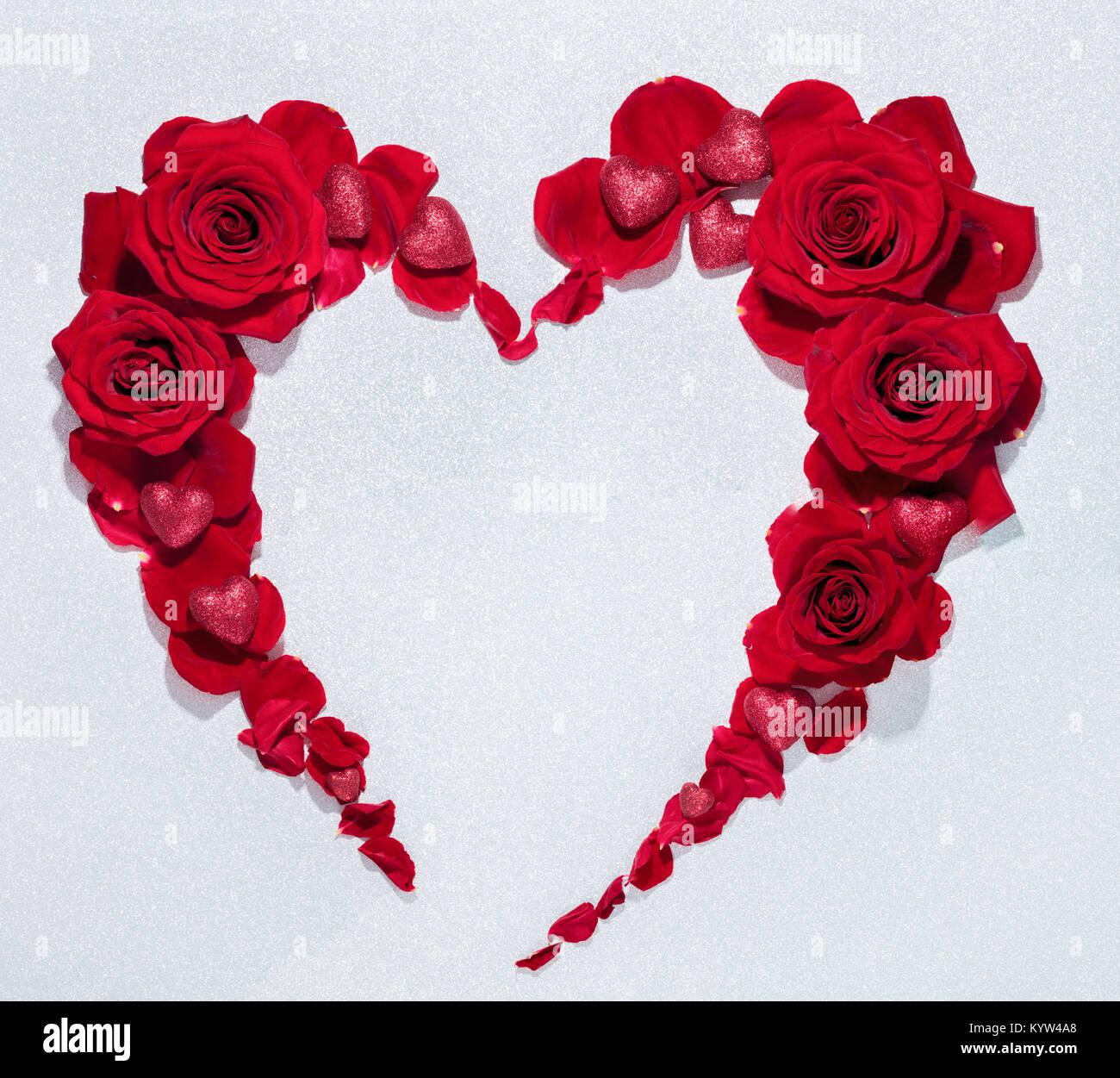 bouquet de fleurs rose rouge forme coeur banque d 39 images. Black Bedroom Furniture Sets. Home Design Ideas
