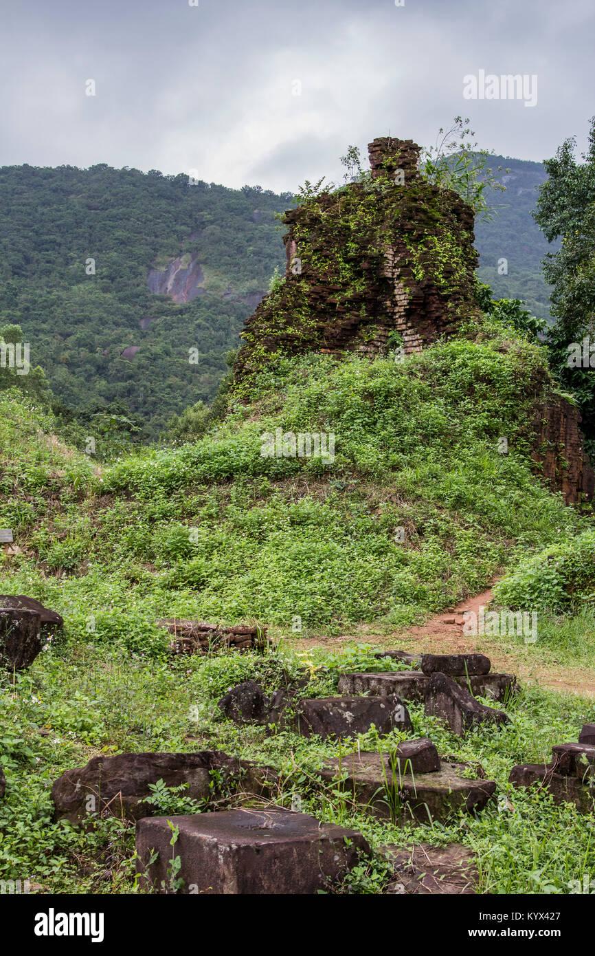 Mon fils ruines & Sanctuary se trouvent dans une petite vallée dans la province de Quang Nam, à environ Photo Stock