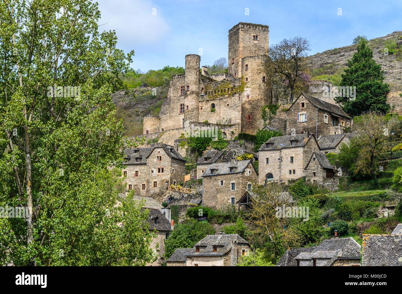 Dans le département de l'Aveyron dans la région de Midi Pyrénées est la villa de Belcastel Photo Stock