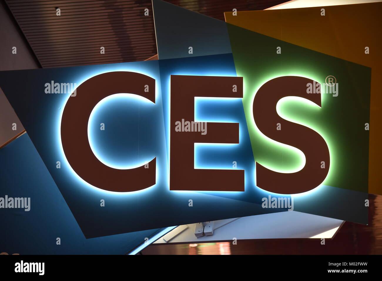 Logo éclairé de CES (Consumer Electronics Show), la plus grande exposition mondiale organisée par l'Association de la technologie grand public, à Las Vegas, NV Banque D'Images