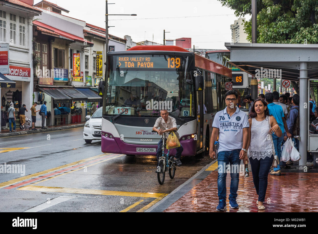 Les gens dans les rues de Little India, à Singapour Photo Stock