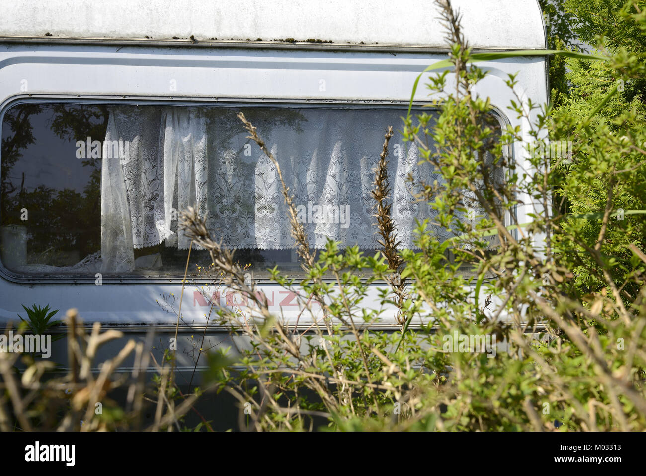 4037 / Leerstehendes Wohnwagen à Berlin Neukoelln: Deutschland, Berlin Neukoelln,, Allemagne, 15.06.2010 - J.A.Fischer Banque D'Images
