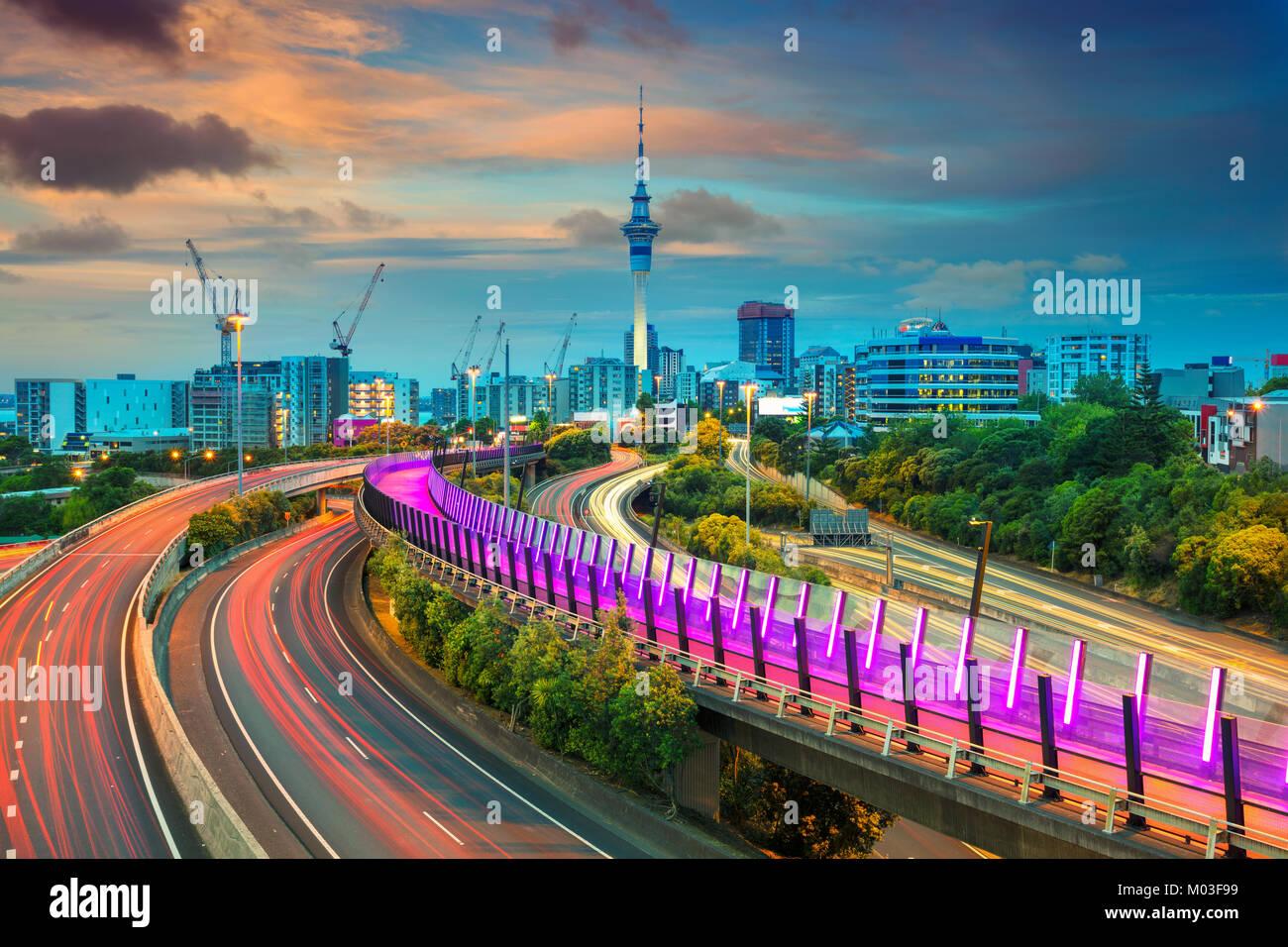 Auckland. Image de ville Auckland skyline, New Zealand au coucher du soleil. Photo Stock