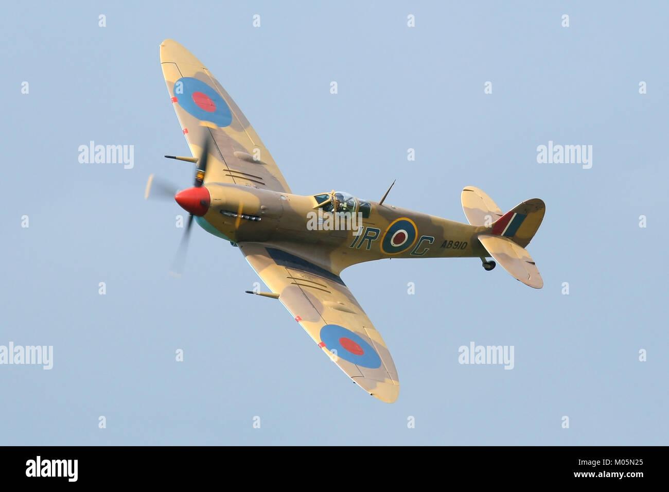 RAF Battle of Britain Memorial Flight's Supermarine Spitfire MkV peint dans les couleurs de l'Afrique du Photo Stock