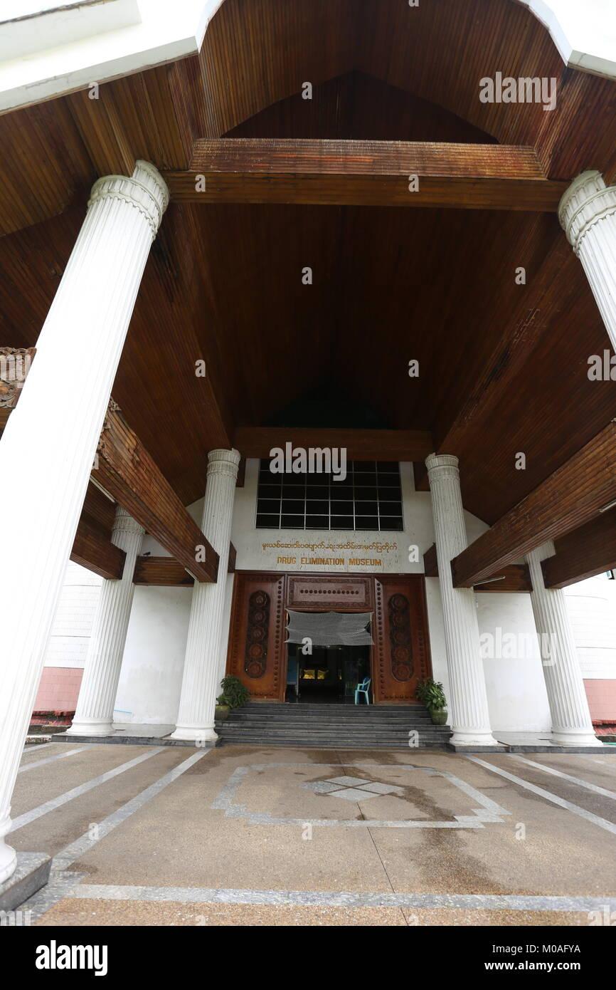 Le Musée de l'élimination des drogues à Yangon est rempli d'affiche nous avertissent des dangers et des risques de la toxicomanie. Banque D'Images