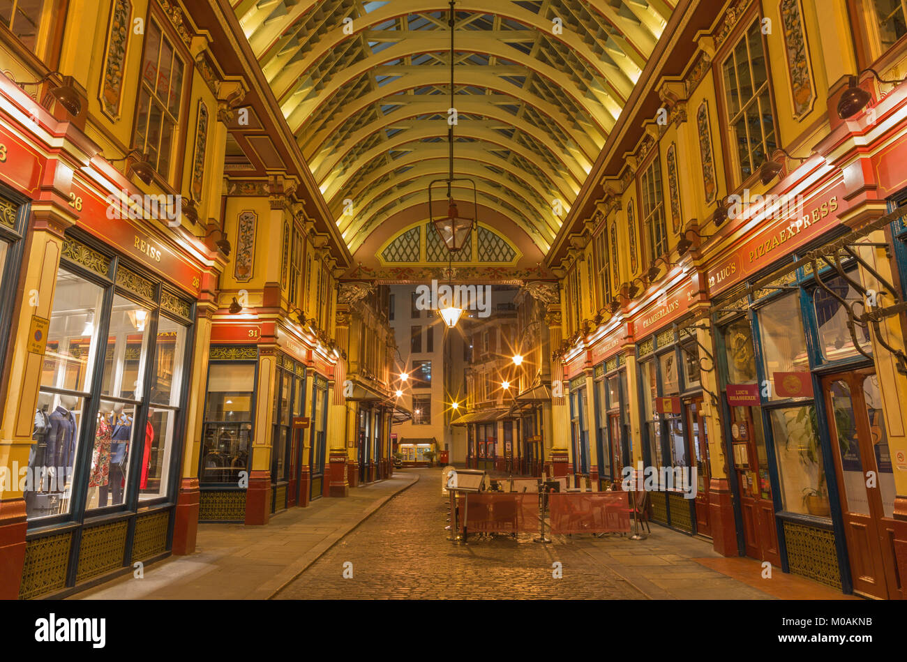 Paris, France - 18 septembre 2017 : la tribune de Leadenhall Market dans la nuit. Photo Stock