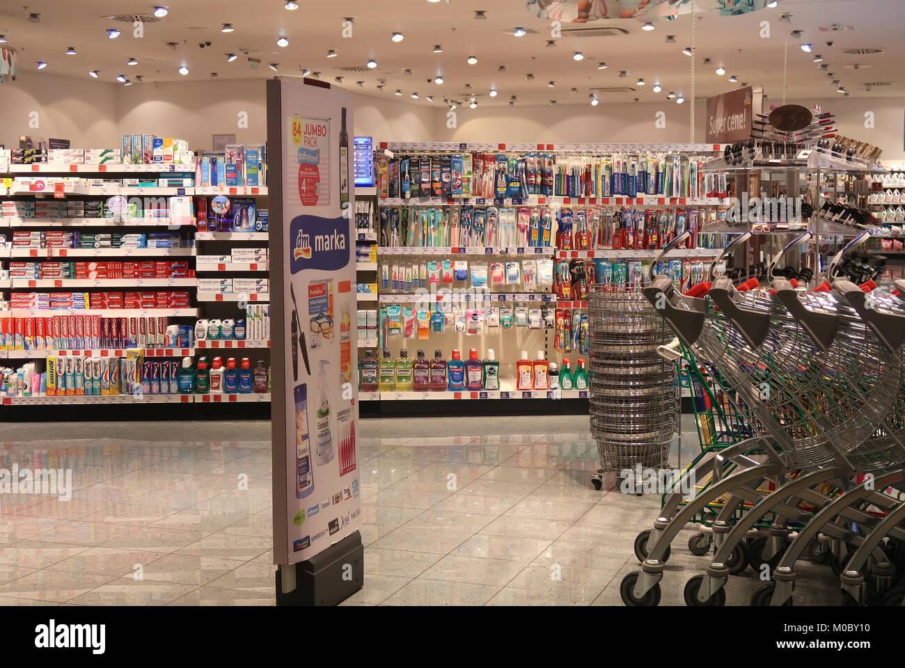 DM Drogerie Markt Banque D Images, Photo Stock  172366348 - Alamy c8a85e5cdb2f