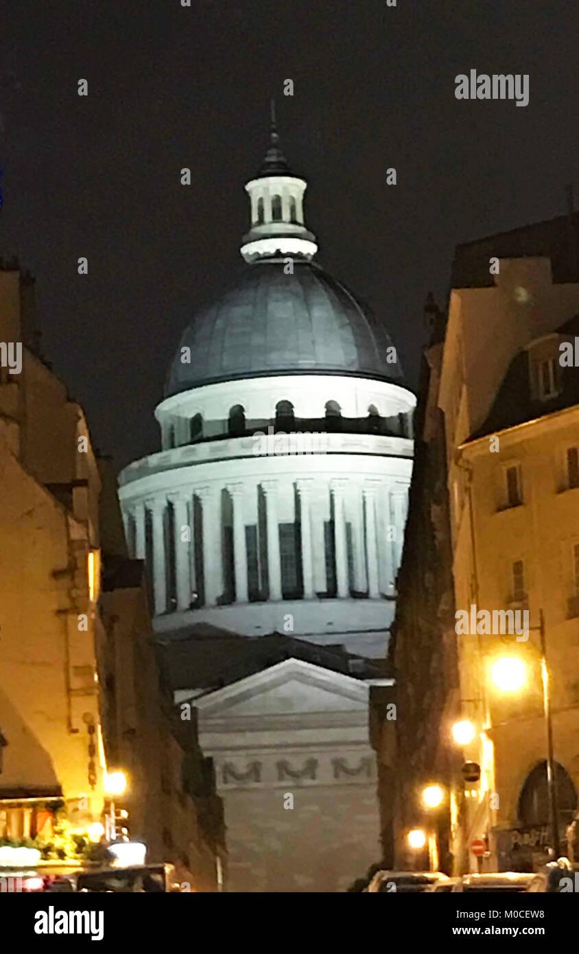 Cette photo du panthéon la nuit à Paris a été prise en décembre 2017. Le Panthéon Photo Stock