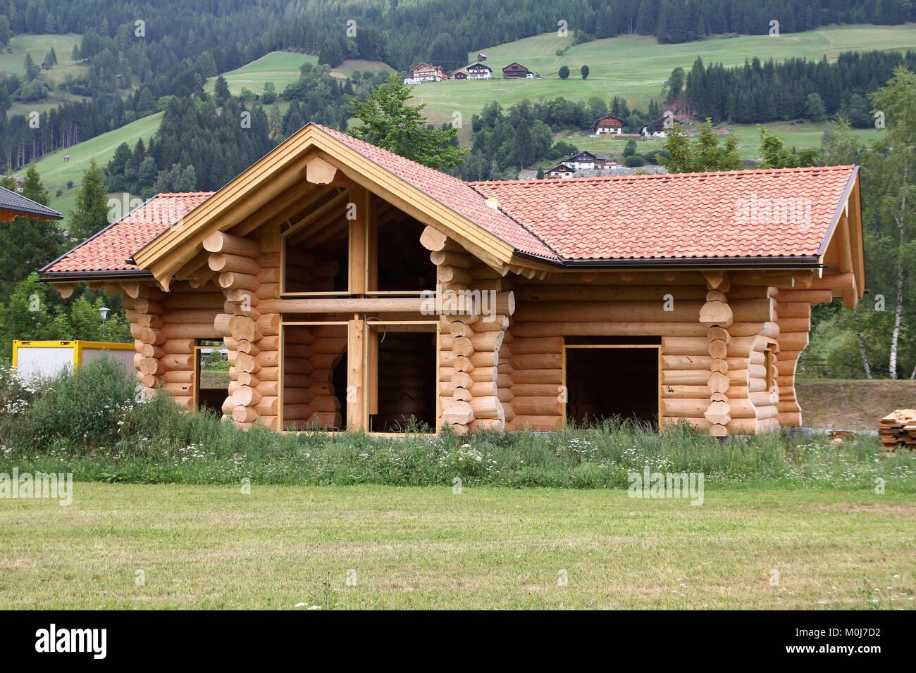 Maison en bois en construction dans la r gion de tyrol autriche mat riaux de construction - Materiaux de construction de maison ...