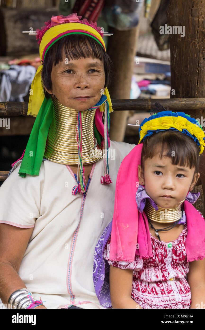 L'Asie, THAÏLANDE, Chiang Mai, Ban Huay Pa Rai Hill Village, long cou femme Photo Stock