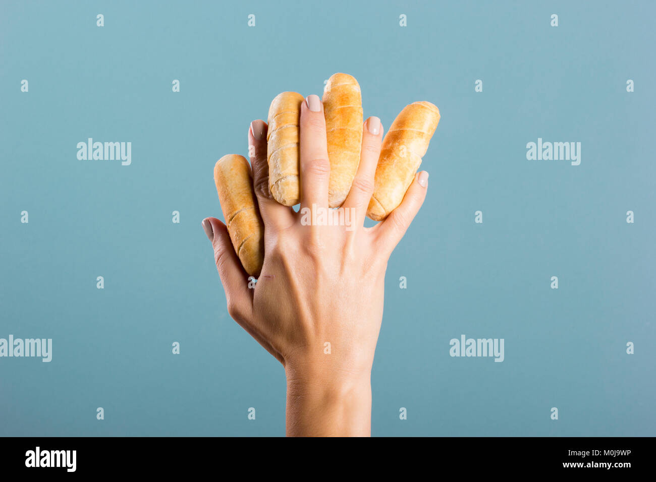 Woman's hand holding doigts fromage Photo Stock