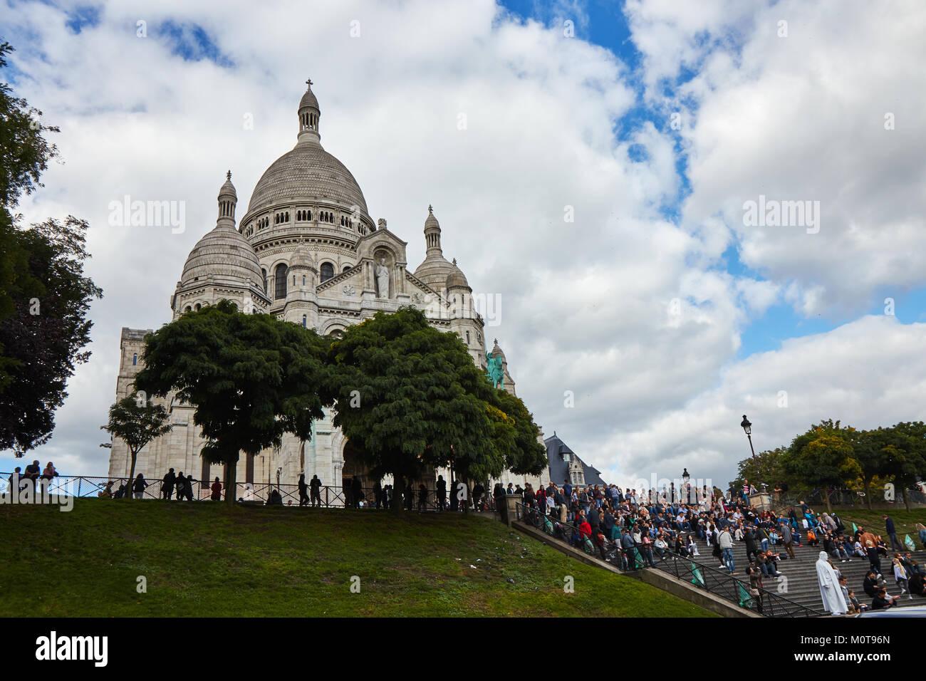 Paris, France - 3 octobre 2017: La Basilique du Sacré-Cœur de Paris . Des touristes se rendant sur Sacré-Coeur Banque D'Images