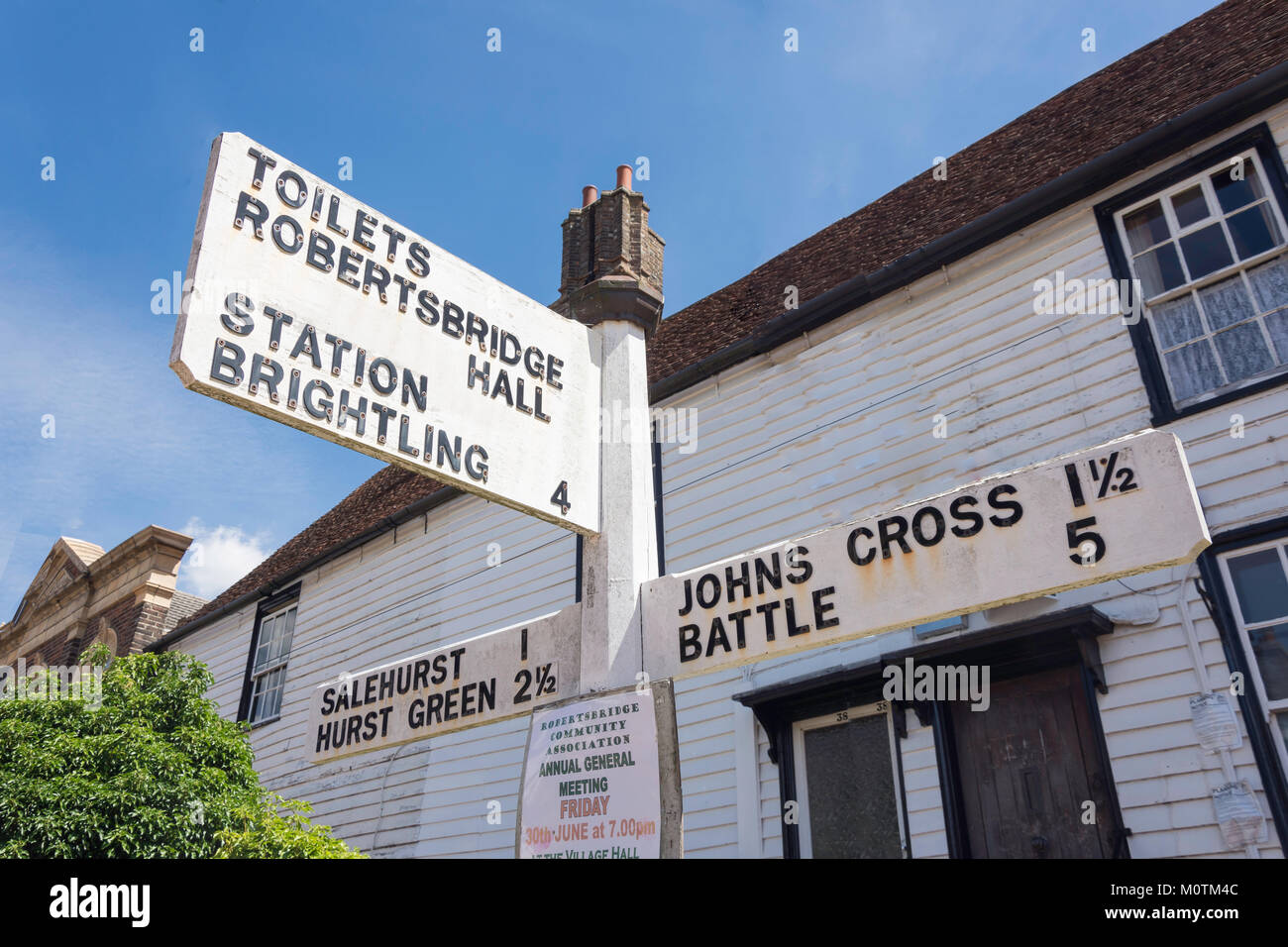 Distance Fingerpost signe, George Hill, Robertsbridge, East Sussex, Angleterre, Royaume-Uni Photo Stock
