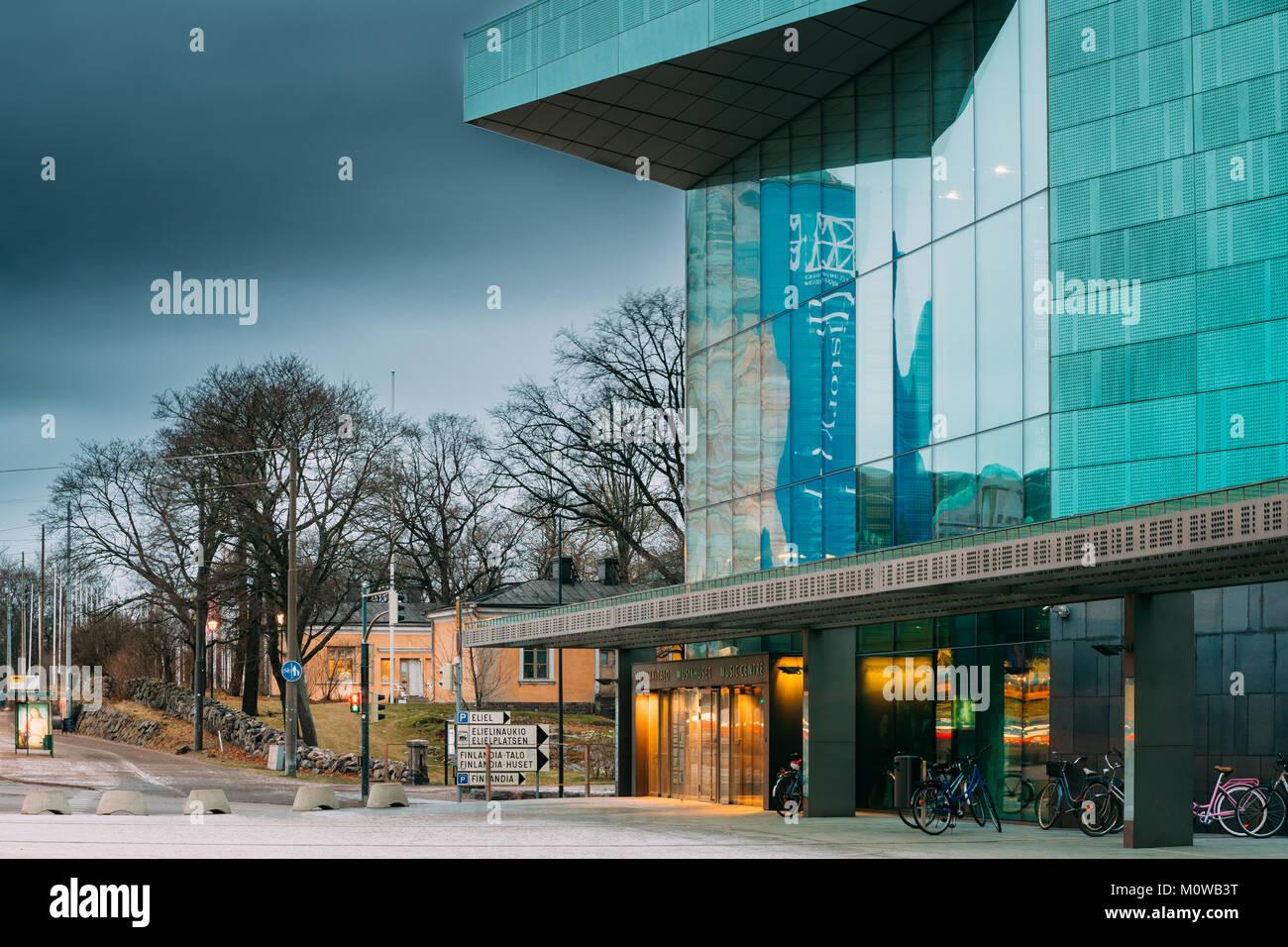 Helsinki, Finlande. Entrée de bâtiment de Music Hall Music Centre en soirée. Photo Stock