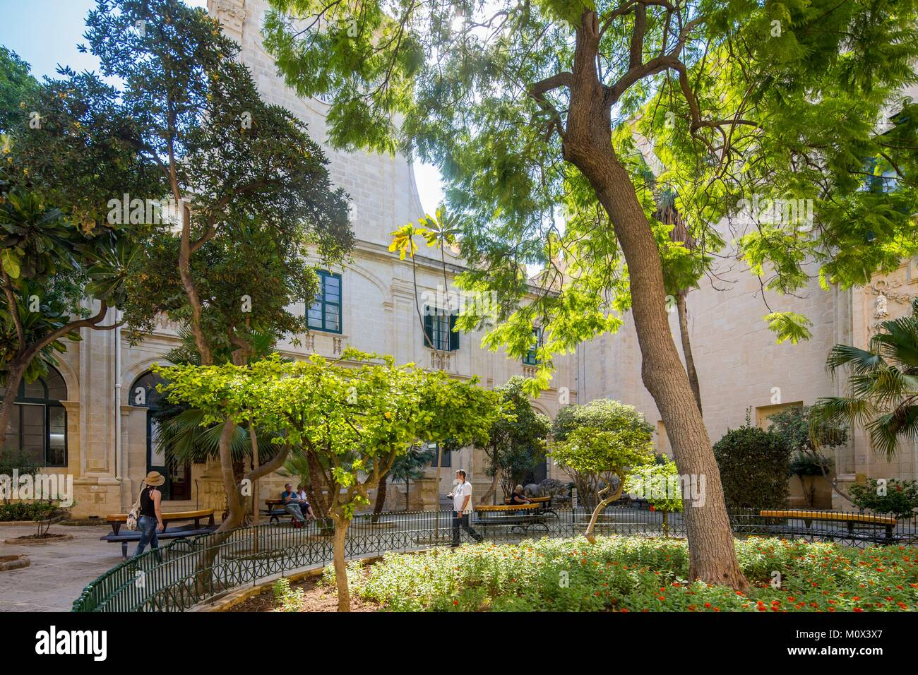 Malte, La Valette, classée au Patrimoine Mondial de l'UNESCO,patio en face de l'entrée du palais Photo Stock