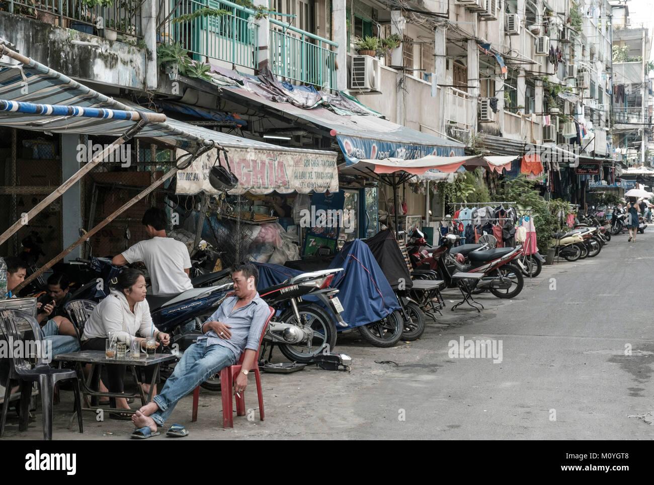 Vieux immeubles à appartements dans le District 3, Ho Chi Minh City, Vietnam Photo Stock