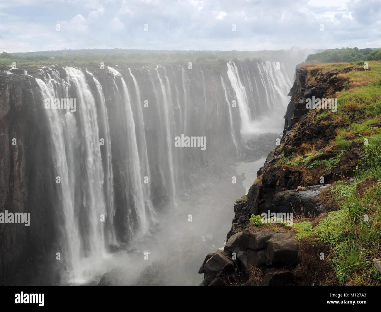 ZIMBABWE: l'Afrique, les chutes Victoria sur le fleuve Zambèze Photo Stock
