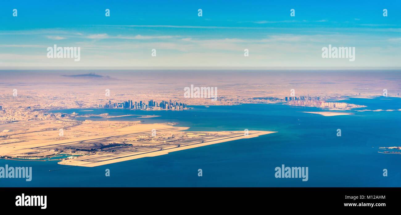 Vue aérienne de l'Aéroport International de Doha et Hamad. Le Qatar, au Moyen-Orient Banque D'Images