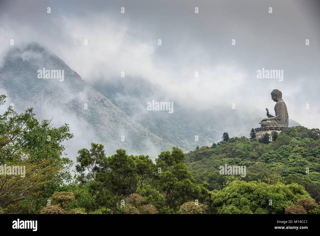 Bouddha de Hong Kong dans les montagnes de l'île de tau Lan. Photo Stock