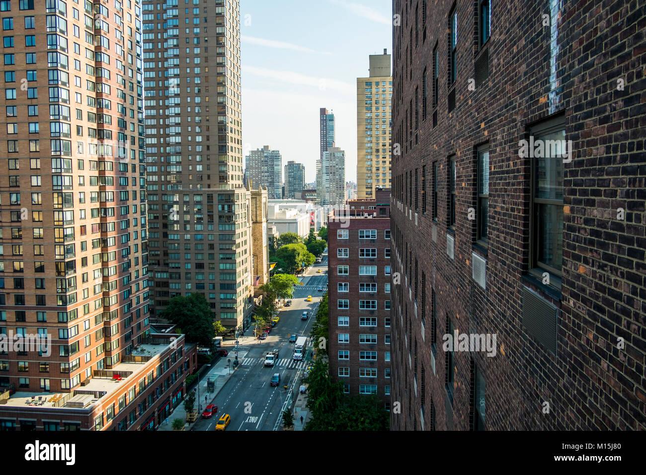 Vue d'un haut toit quelque part sur la 5e Rue Ouest et la 9e Avenue. Photo Stock