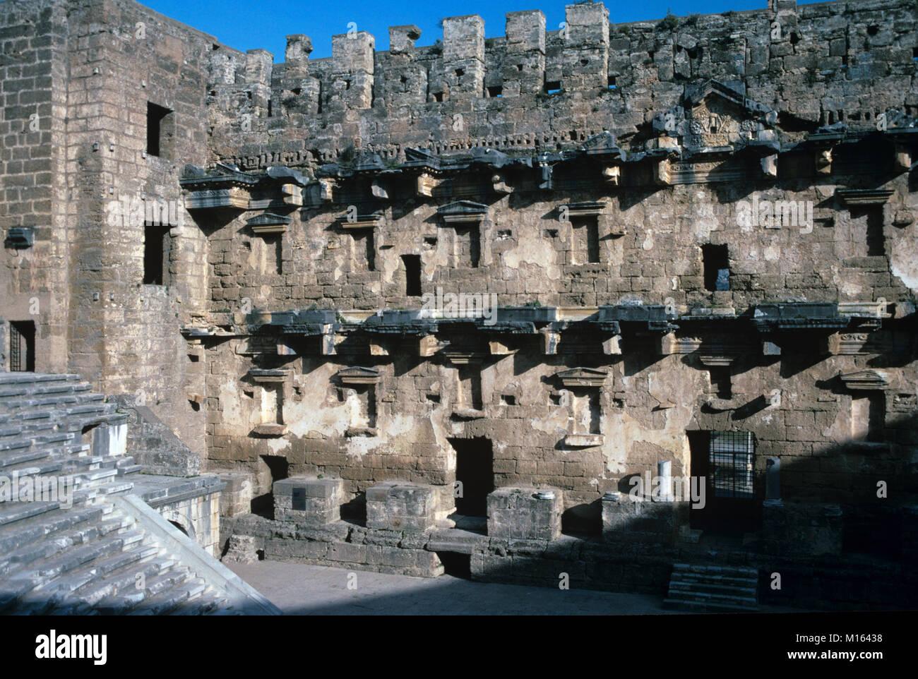 Mur de scène du Théâtre romain (c2e) à Aspendos, construit par l'architecte grec Zenon en Photo Stock