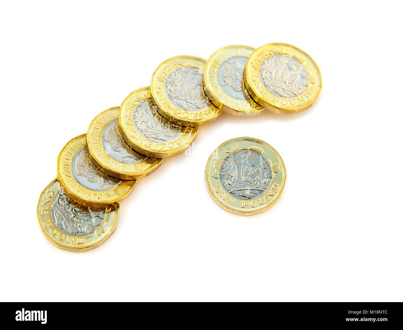 La nouvelle 12 verso un pièces livre £ GBP livres sterling en espèces l'argent UK en Grande-Bretagne. Silhouette et isolé sur fond blanc Banque D'Images