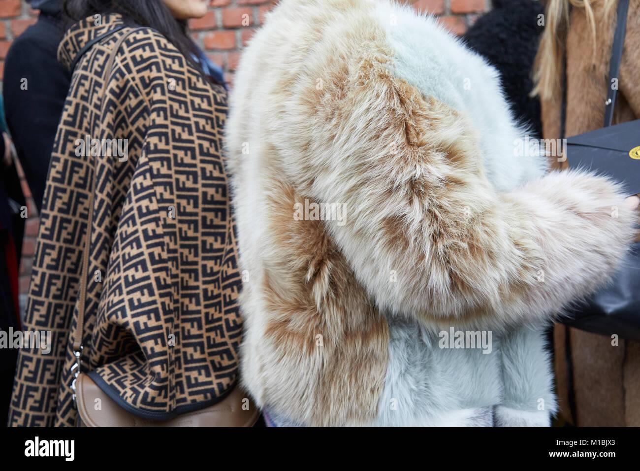 09b5ea72e247 MILAN - janvier 15   Femme avec manteau Fendi et beige et bleu pâle, manteau