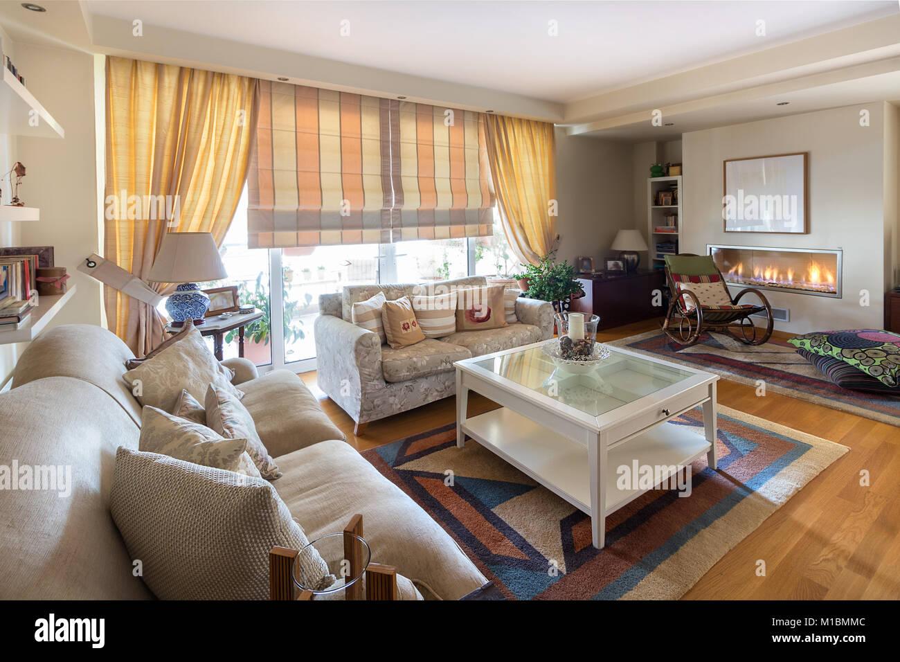 Table Basse Grand Salon un grand salon style contemporain et chaleureux avec deux