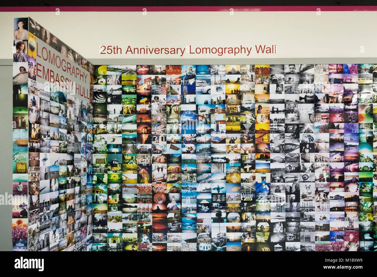 25e anniversaire Lomography mur à la Lomography Ambassade, Hull, England, UK Photo Stock