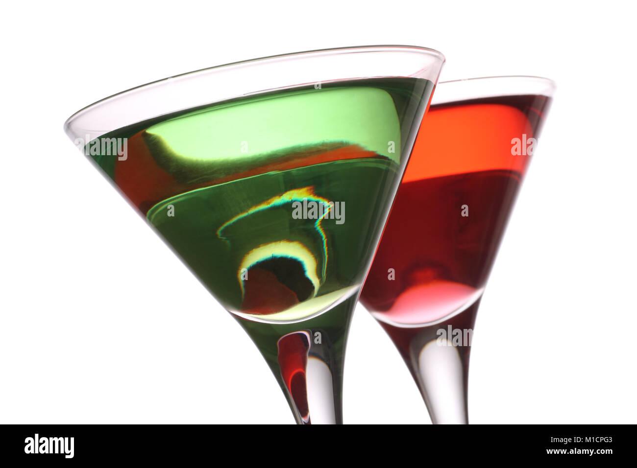 Appletini et Woo woo cocktails, isolé sur un fond blanc. Banque D'Images