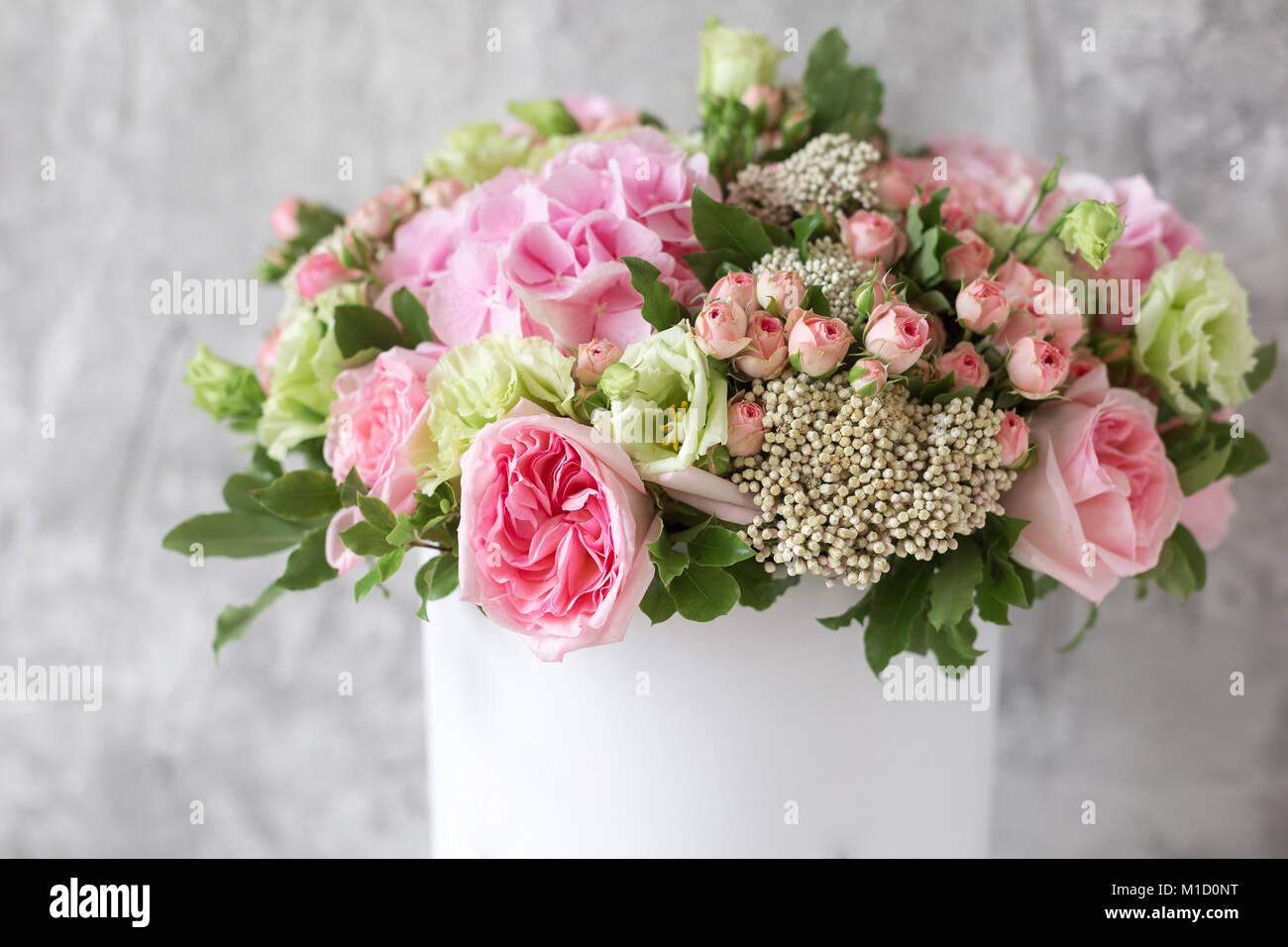 Offres Magnifique Bouquet De Fleurs En Boite Blanche Sur Gris Avec