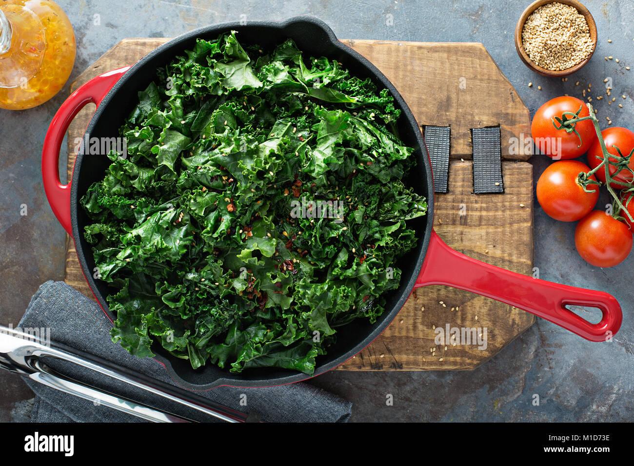 Kale sautée avec piment Photo Stock