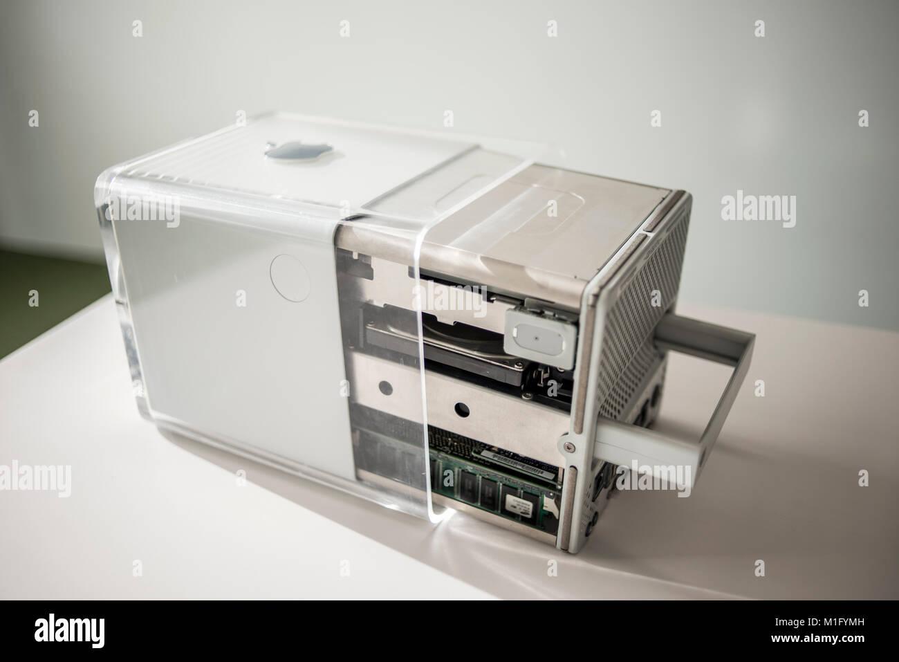 Power mac g4 cube date de sortie juillet 2000 exposé au musée de