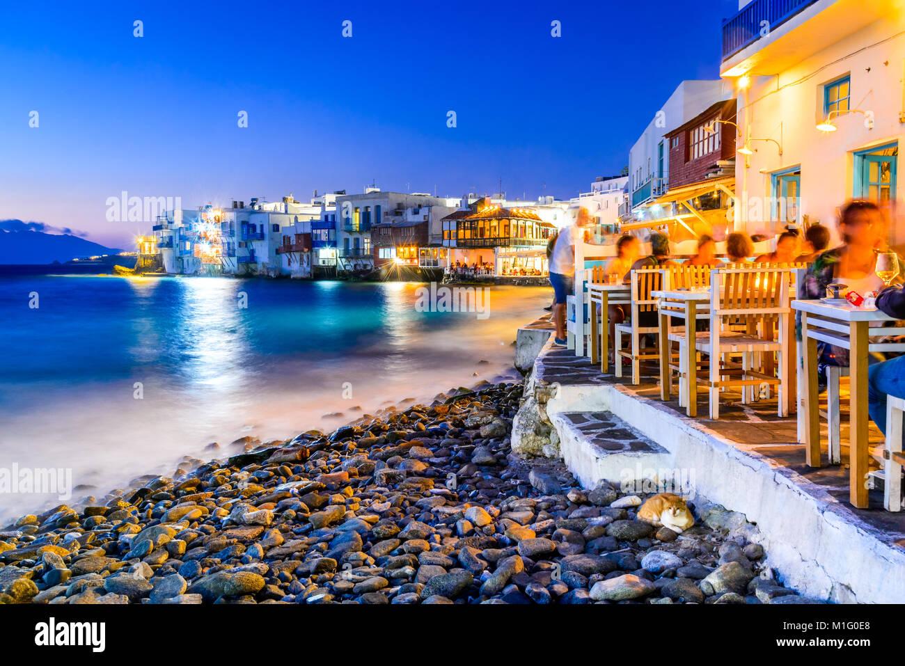 Mykonos, Grèce. Maisons au bord de la Petite Venise, considéré comme l'un des endroits les plus Photo Stock