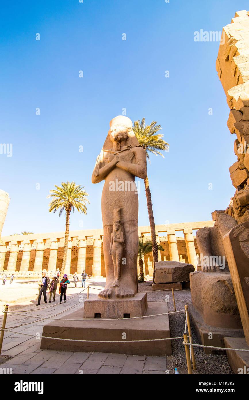 Statue dans le temple de Karnak à Louxor Egypte Photo Stock