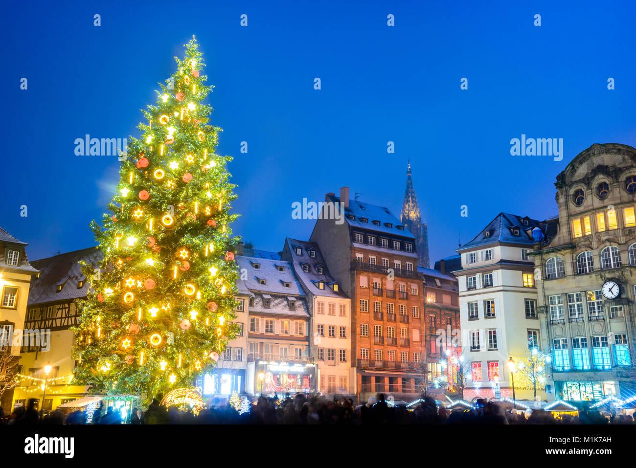 Strasbourg, France. Place Kebler et l'arbre de Noël, Capitale de Noel en Alsace. Photo Stock