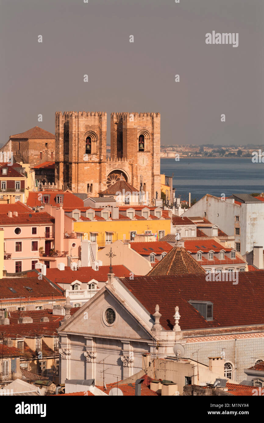 Cathédrale Se au coucher du soleil, de l'Alfama, Lisbonne, Portugal, Europe Photo Stock