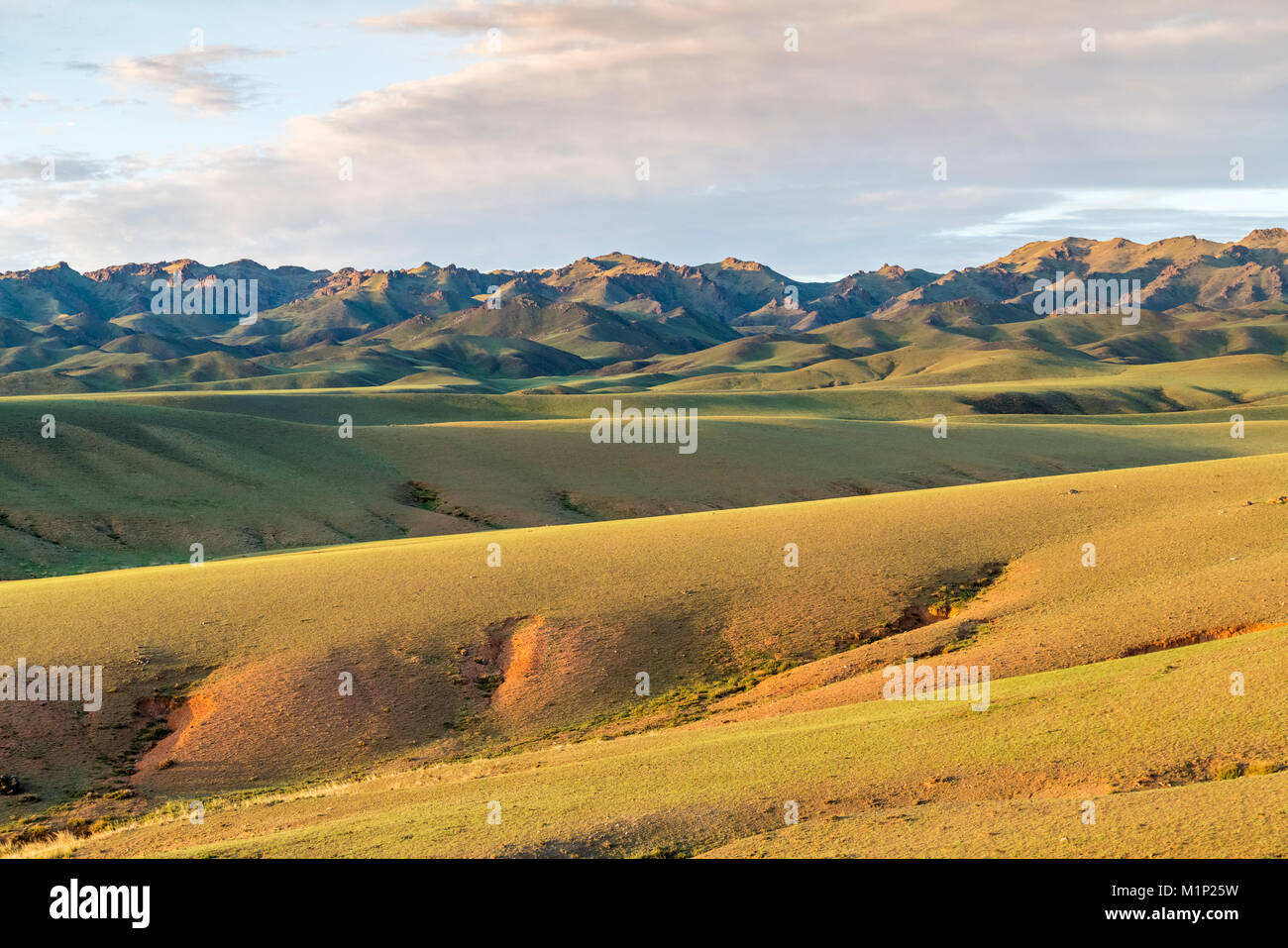 Les collines et montagnes, Bayandalai district, province sud de Gobi, la Mongolie, l'Asie centrale, d'Asie Photo Stock