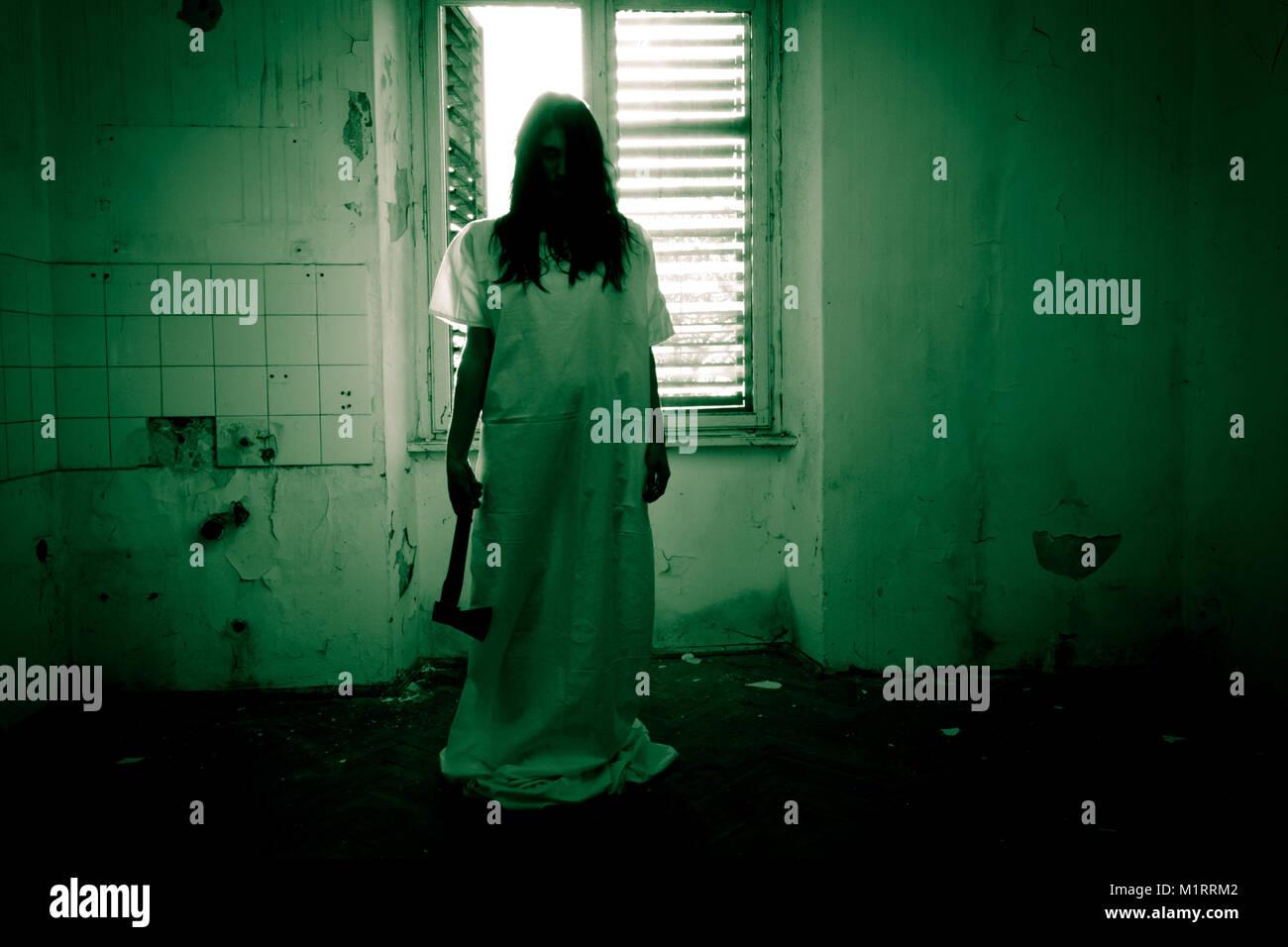 Scène d'horreur d'une femme effrayante Photo Stock