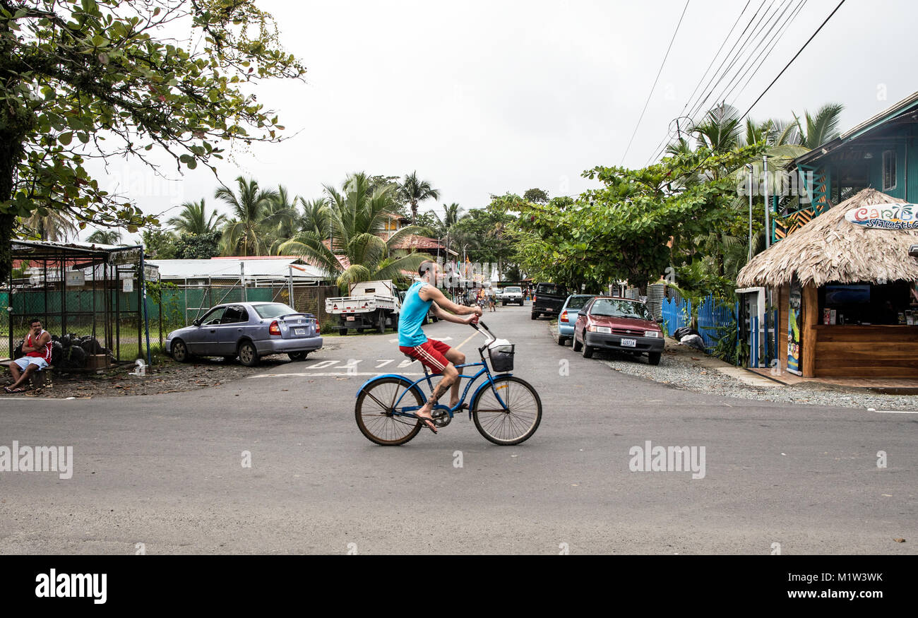 Cycliste à Puerto Viejo Costa Rica Photo Stock