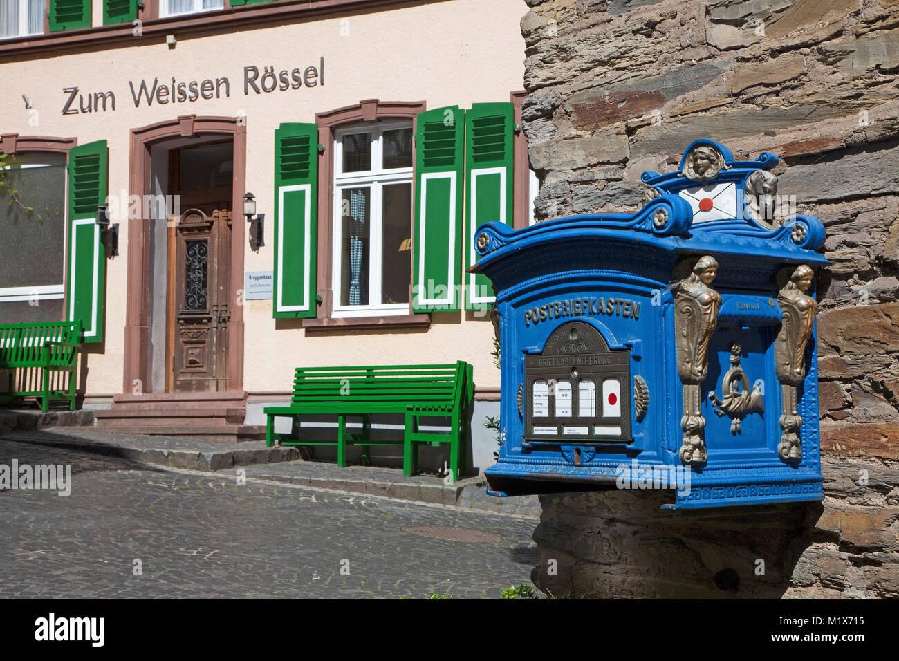 Boîte aux lettres nostalgique au village viticole de Uerzig, Moselle, Rhénanie-Palatinat, Allemagne, Europe Photo Stock