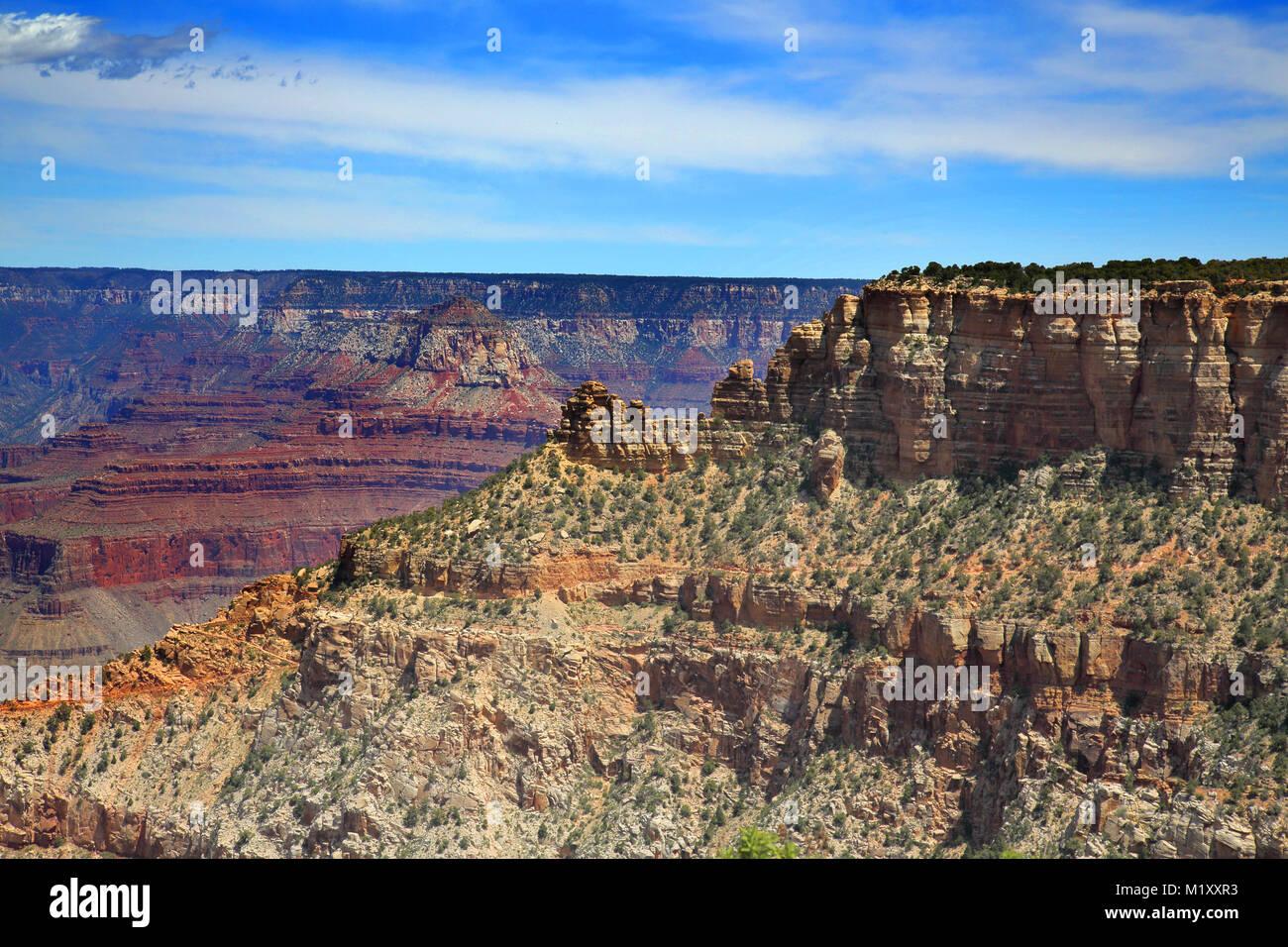 Les couleurs spectaculaires et les formations de la vue de la rive sud du Grand Canyon en Arizona Photo Stock