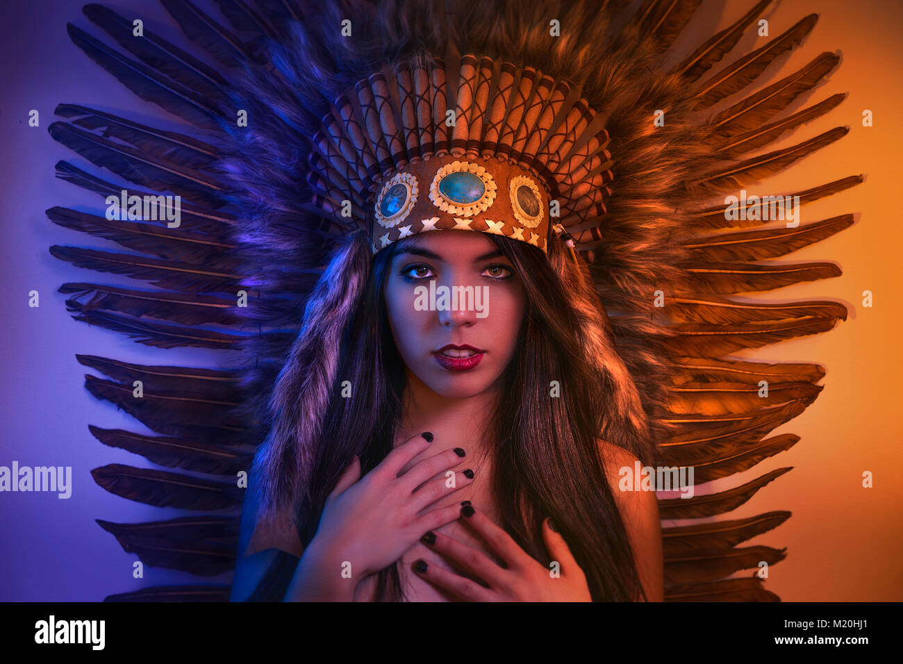 Coiffure Belle Fille Avec Panache De Plumes Des Indiens D Amerique