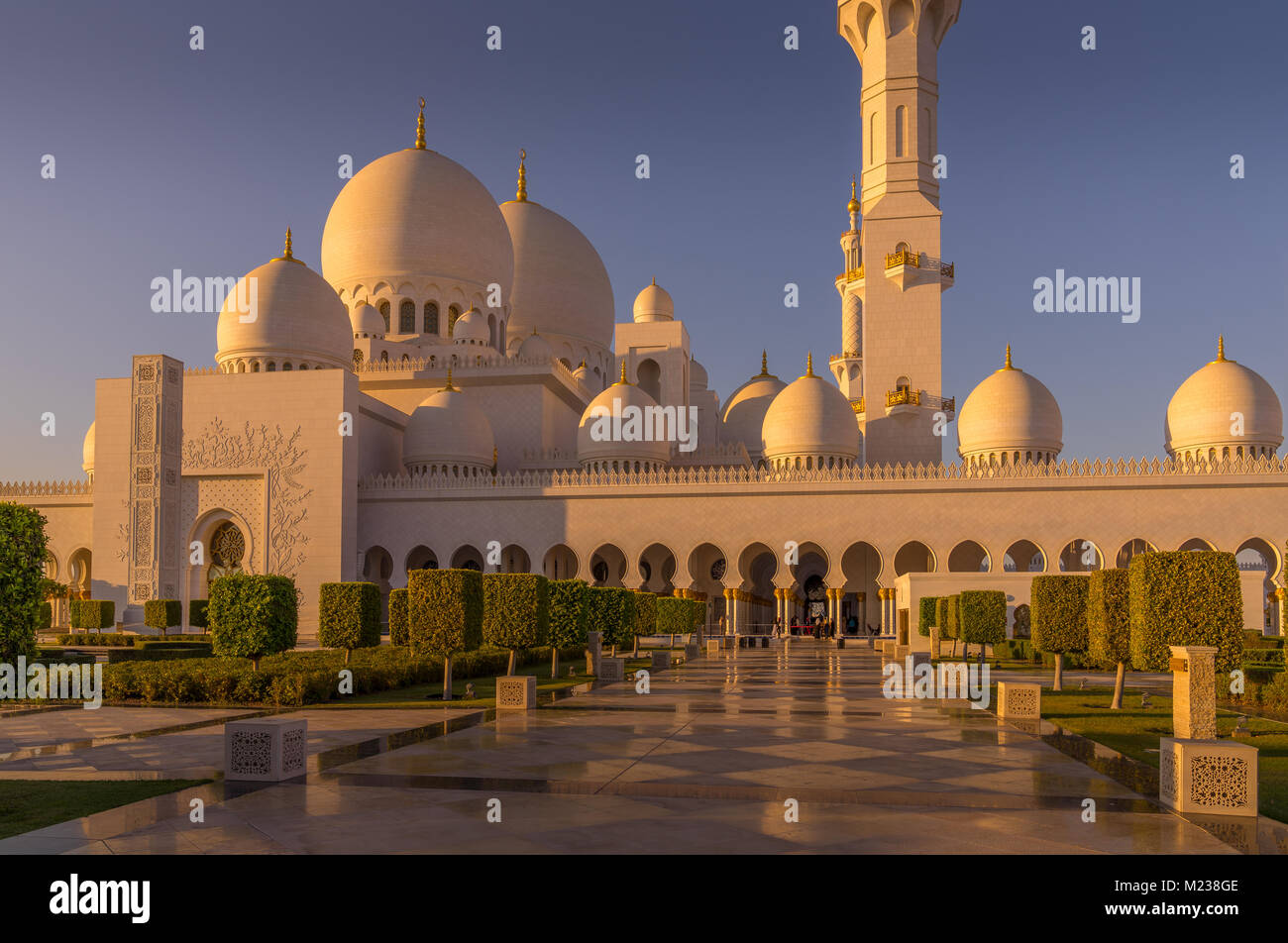 Muslim Worshippers Photos & Muslim Worshippers Images - Alamy