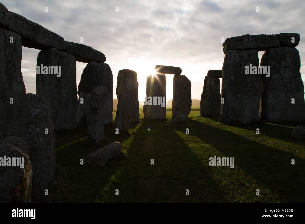 Le cercle de pierres de Stonehenge dans le Wiltshire, Angleterre. L'ancien monument date du néolithique, Photo Stock