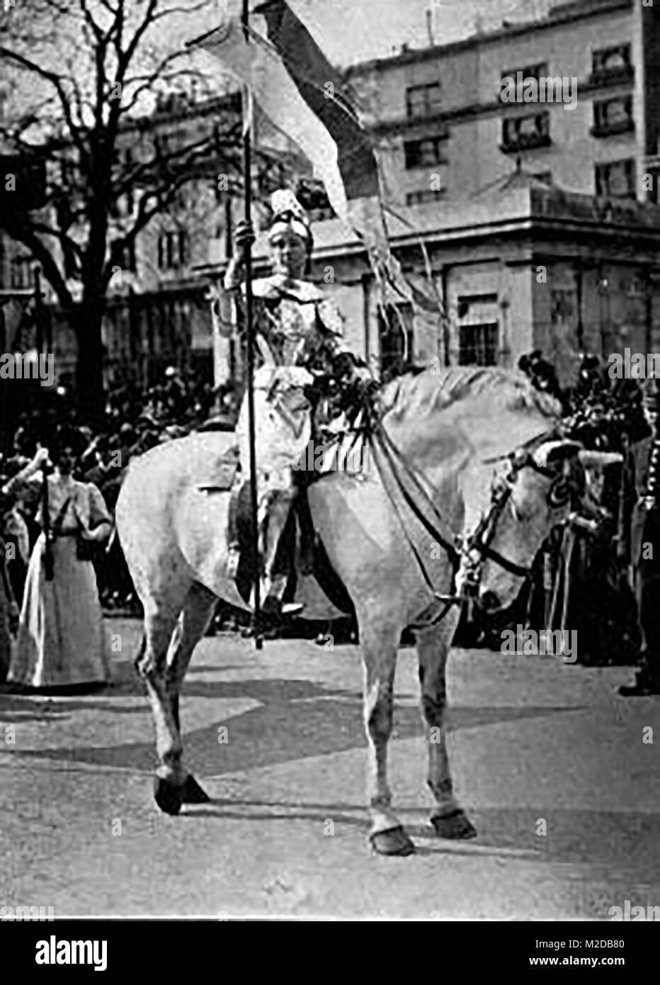 Les suffragettes - Elsie Howard habillé comme Joan d'arche sur la libération de Mme Pethick Lawrence de prison Banque D'Images