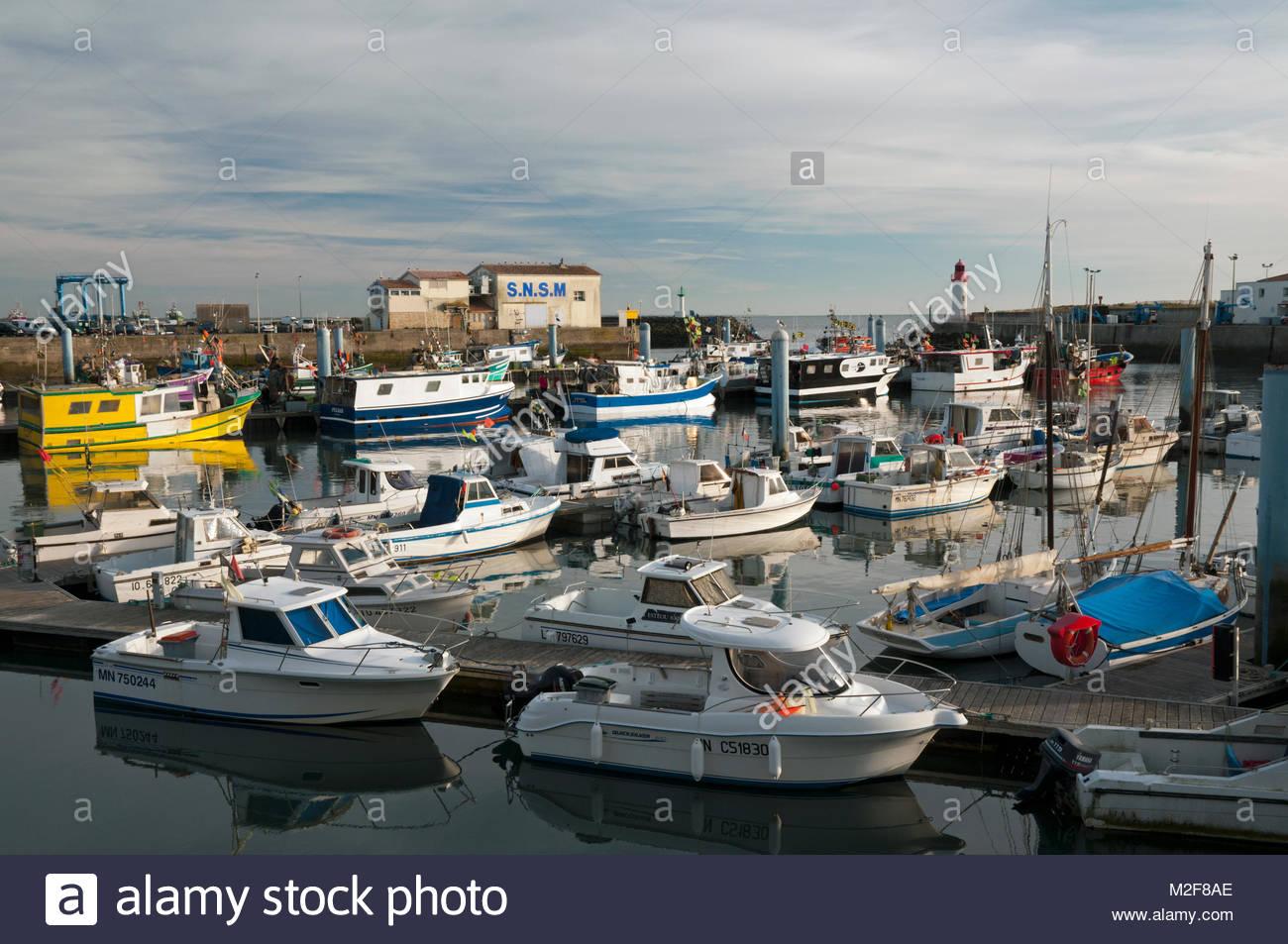 Les Bateaux De Peche Et Le Port La Cotiniere Ile D Oleron